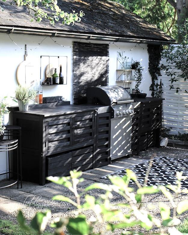 Garten Outdoorküche Grillumbau Gasgrill selbst gebaut schwarz Aussenküche