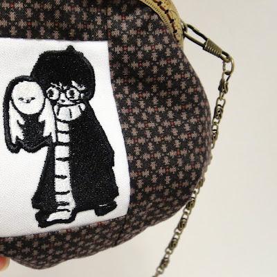 """Кошелек с вышивкой по мотивам книг Джоан Роулинг. Гарри Поттер в мантии и длинном шарфе. Таким он ходил в первой книге/фильме """"Философский камень"""". Натуральный хлопок, машинная вышивка. Единственный экземпляр"""