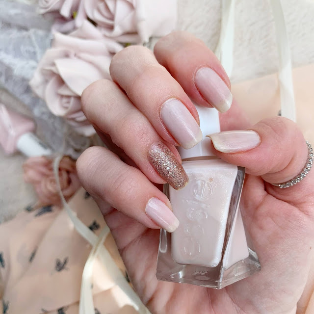 lace-is-more-essie-gel-couture-nails