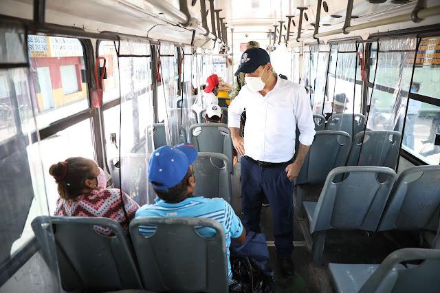 El gobernador Vila ayer en San Felipe supervisando el operativo de evacuación de familias. Twitter