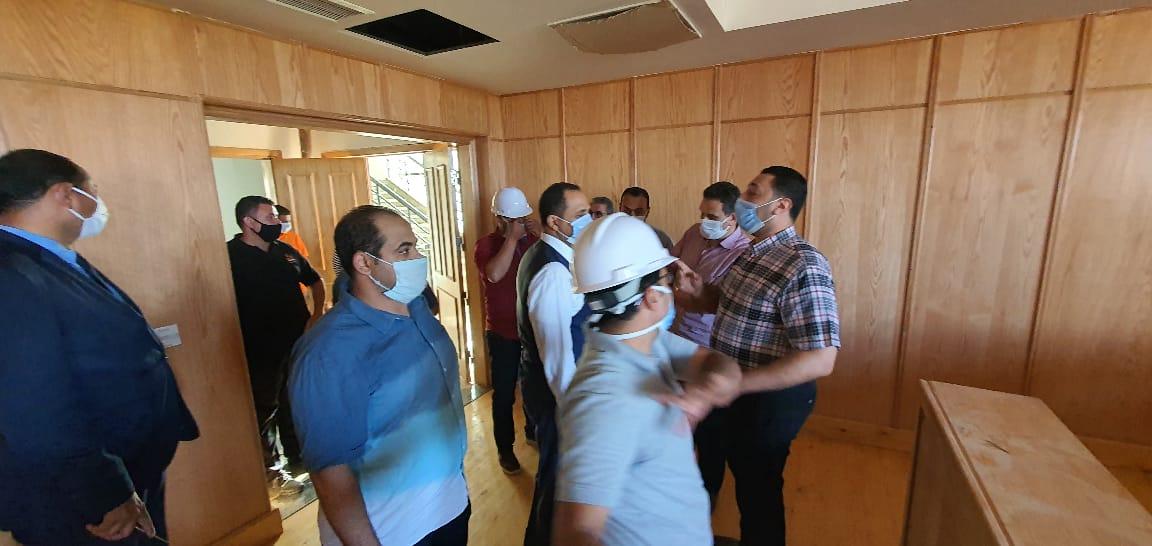 عبيد صالح يتفقد مبني المعامل المركزية بجامعة دمنهور قبل افتتاحها