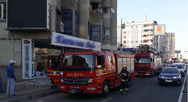 Diyarbakır'da apartmanda çıkan yangın korkuttu