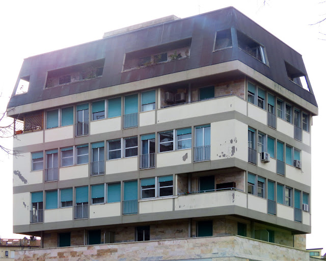 A curious building, Piazza Attias, Piazza della Vittoria, Livorno