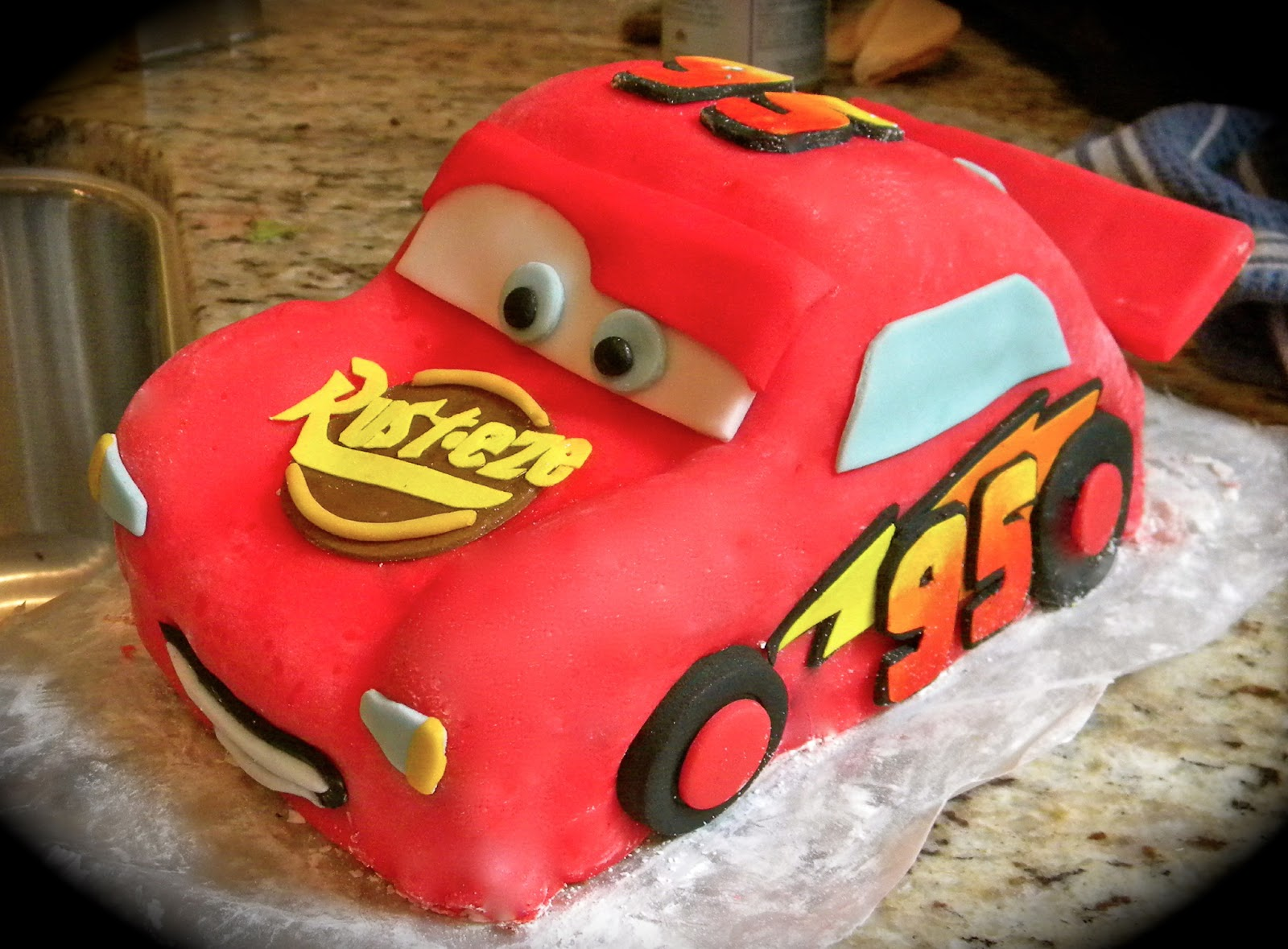 Caking Therapy Lightning Mcqueen Cake