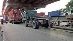 Biaya/Tarif Penumpukan Dan Gerakan Kontainer Di Pelabuhan Laut Indonesia