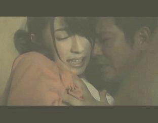 หนังโป๊ญี่ปุ่น เมียแอบเล่นชู้กับคนข้างห้อง แอบเย็ดกันในตู้ พ่อบ้านมาเห็นเลยเป็นเรื่อง