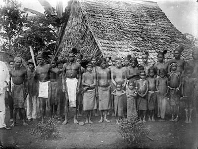 Gambar Pakaian Masyarakat Maluku Tempo Dulu