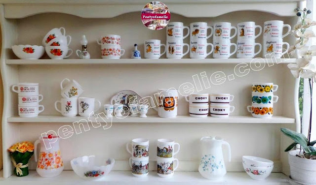 find out more about Retro french Arcopal mugs milkglass jugs set