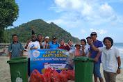 Sambut New Normal, GEMPA ajak Masyarakat Desa Selong Belanak Bersihkan Pantai.