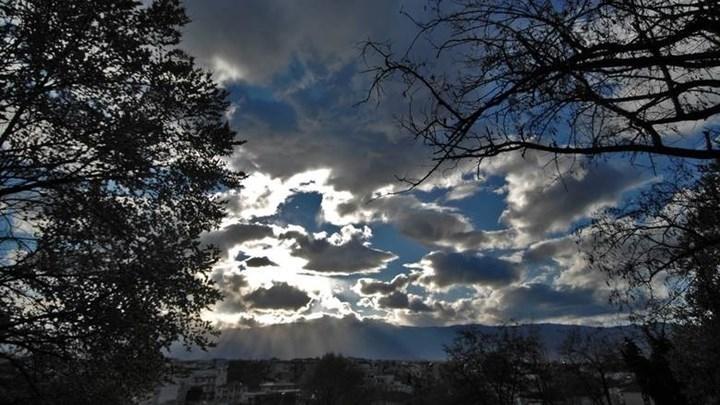 Καιρός: Τοπικές βροχές και μεμονωμένες καταιγίδες σήμερα