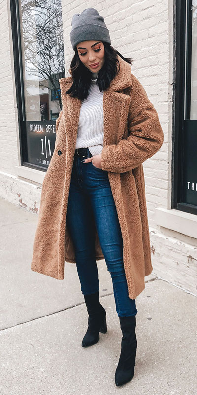 Are you wondering which pieces of clothing are in style this winter? Here we've prepared a complete list of the best winter fashion lookbook. Women's Outfit Ideas via higiggle.com | fur teddy coat outfits | #winterstyle #fashion #coat