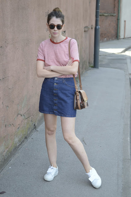 Women's fashion blogger, Denim button down skirt with Red and white striped cotton t-shirt from Urban Outfitters, White sneakers from Acne Studio and Nude bag from Zara