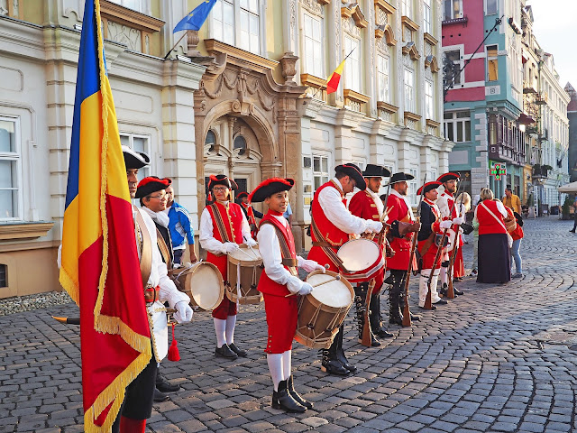 Visit Timisoara Romania European Capital of Culture 2021 Changing of the Guard Piata Unirii Union Square