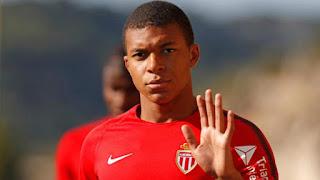 موناكو يقترب من بيع لاعبه مبابي إلى باريس سان جريمان