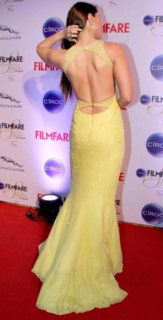 Actress Kareena Kapoor Hot Photoshoot in Yeloow Dress At Filmfare Red Carpet Actress Trend
