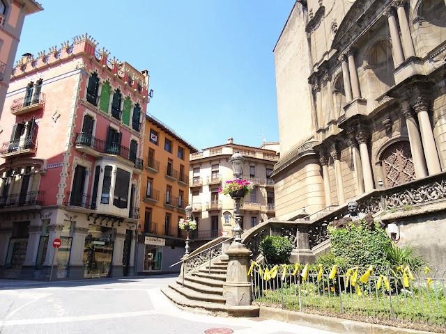 Katalonia, secesja Katalonii, Olot, żółte wstążki, secesja, protest, ciekawostki o Katalonii