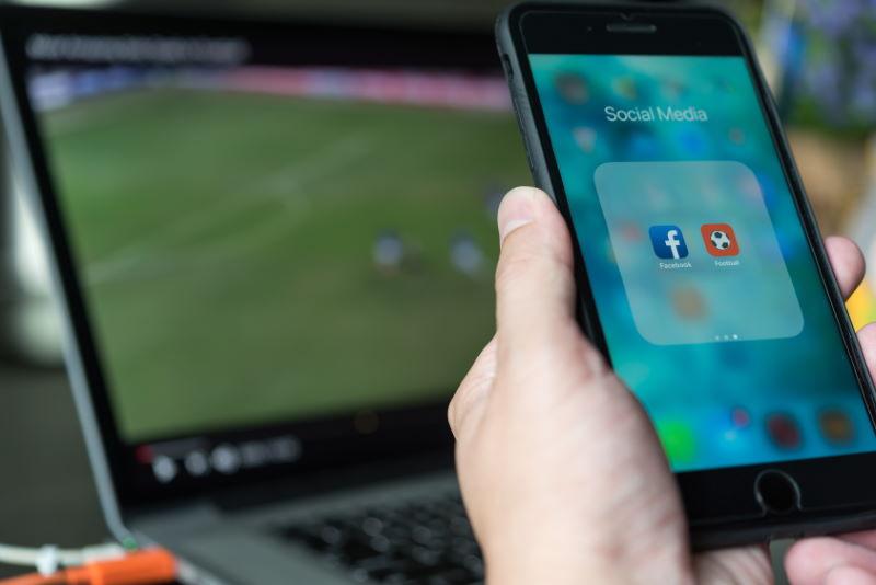 Futbol y redes sociales licencia Adobe Stock para homodigital