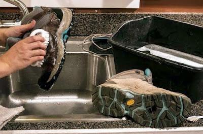 Tips Merawat dan Mencuci Sepatu Gunung