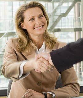 Как женщине получить повышение на работе? фото
