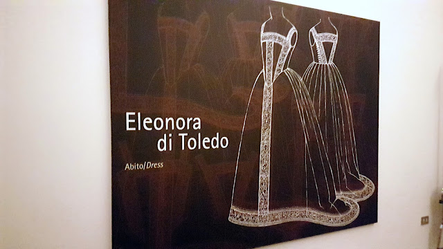 black plate with a drawin of the dress from eleonora di toledo
