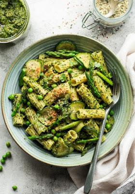 One Pot Spring Pesto Pasta with Peas & Asparagus