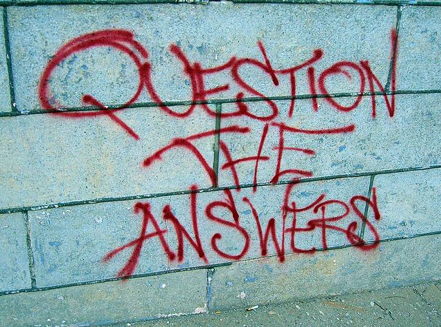 Pytania i odpowiedzi odnośnie blogowania: Mur i na nim napis Question The Answers