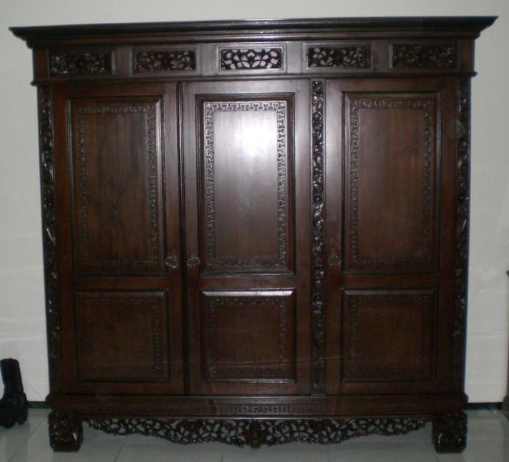 lemari antik kuno