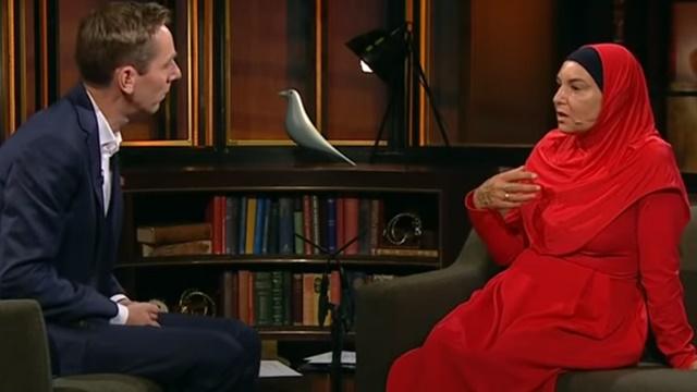 Mualaf Usai Baca Al-Baqarah, Sinead O'Connor Tampil Syar'i di TV Amerika