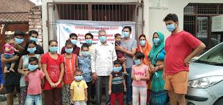 श्री कृष्णा जनकल्याण समिति द्वारा गरीब और असहाय लोगों में बांटा गया मास्क | #NayaSaveraNetwork