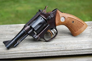 http://vnoticia.com.br/noticia/1414-jovem-e-preso-em-santa-clara-com-revolver-calibre-32