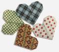 Phần 3: Gấp trái tim. Kích thước giấy 7.5x7.5 cm. Gấp 04 trái tim với màu sắc khác nhau.