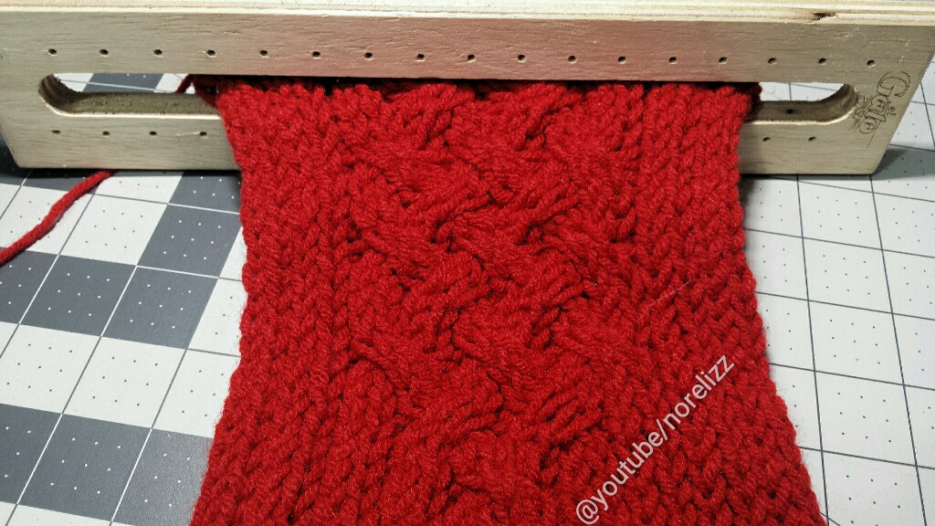 ... bufanda y el tejido en rojo se ve muy 09db077fcd6