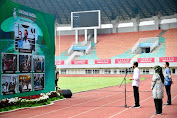 Presiden Tinjau Vaksinasi Massal Bagi Masyarakat Umum dan Penyandang Disabilitas di Stadion Pakansari