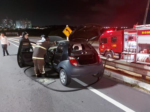 Carro pega fogo em Rodovia Federal no RN, Corpo de Bombeiros é acionado e controlou as chamas