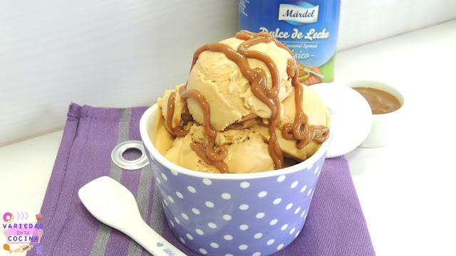 no y con este calor que tenemos sólo apetecen recetas frescas como este helado de Dulce de leche que además de resultar una receta bien refrescante está verdaderamente deliciosa. Si amáis el Dulce de leche tanto o más que yo, con esta receta os conquistaré seguro. ¿Os apetece averiguarlo? Seguid entonces por aquí que comenzamos ya.