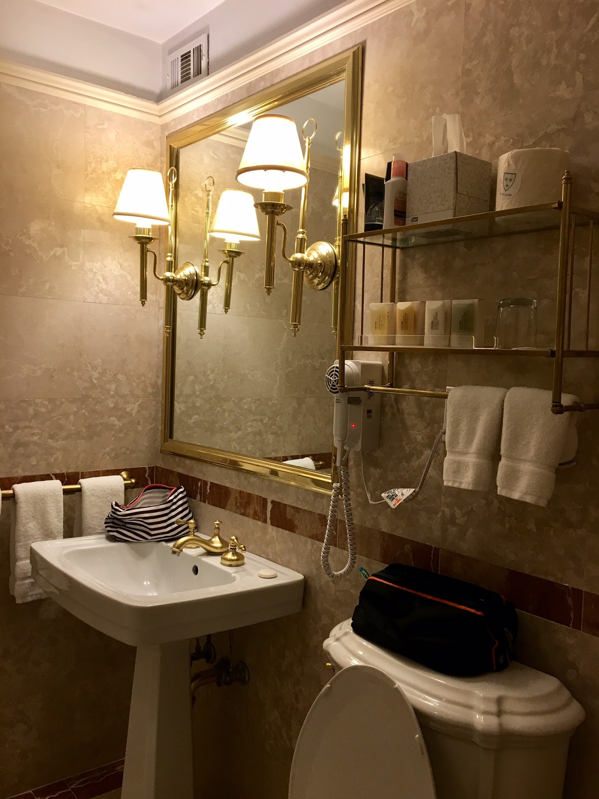 Hotel Elysee Bathroom