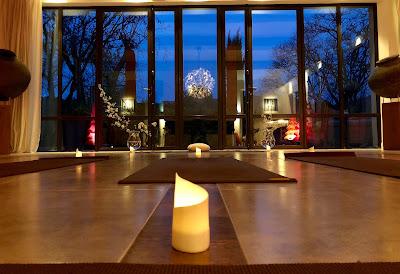 yoga saint r my de provence eygali res alpilles installation des cours au mas de l 39 amarine. Black Bedroom Furniture Sets. Home Design Ideas