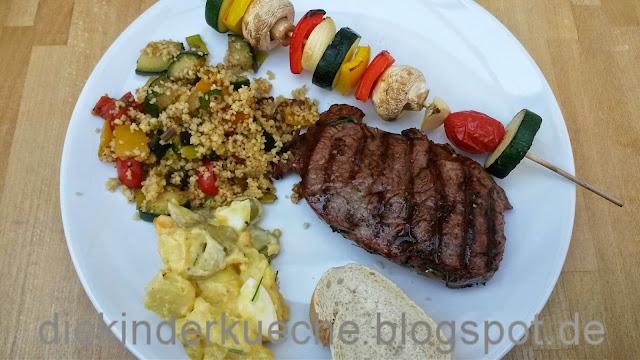 Grillen mit Couscoussalat, Gemüsespieß und Kartoffelsalat