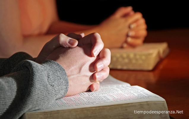 Orando sobre la Biblia