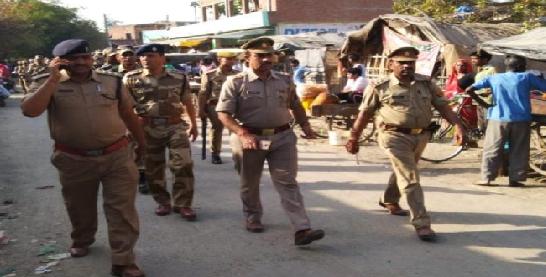 Chunnav-ke-maddenajar-prashashan-hua-sakht-nikala-gaya-flag-march