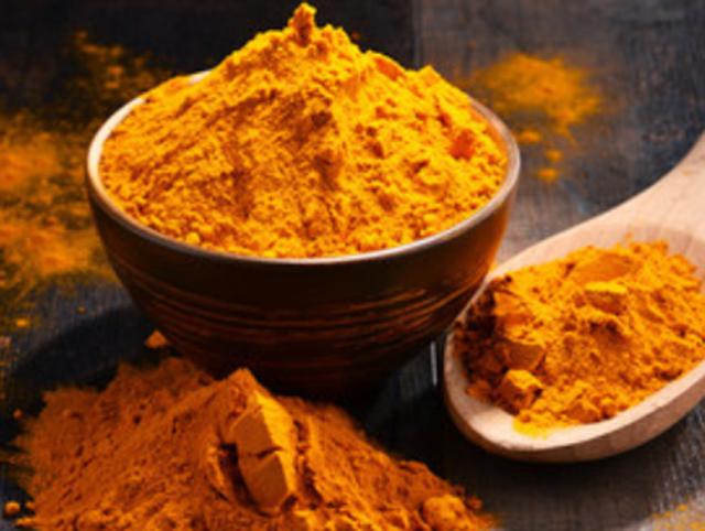A palavra curry, tanto pode ser utilizada para designar um mix de temperos oriundos da Índia, como pode se referir a um prato indiano feito com essa mistura de temperos. Não existe uma única receita de curry, pois a combinação de temperos varia de acordo com o gosto de quem prepara e da região em que é feito.