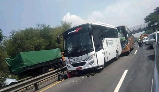 Bus yang membawa pemain Semeru FC terlibat kecelakaan
