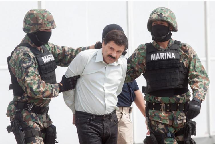 """Indescifrables y costosos: Los Blackberry del Cártel de Sinaloa que hundieron a """"El Chapo"""" Guzmán"""