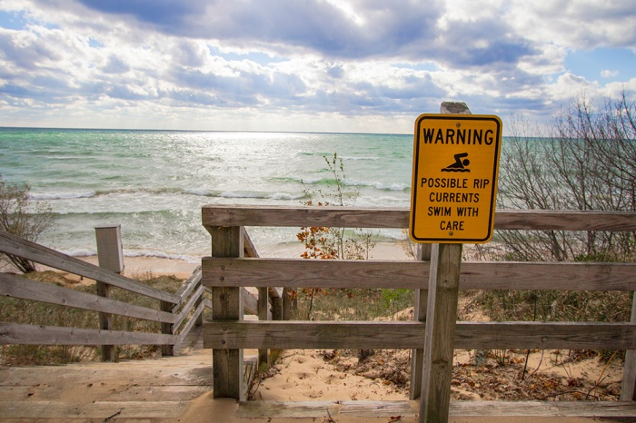 how to escape rip current