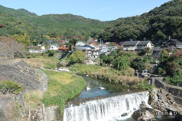 vue sur la montagne et Kunenan depuis un pont, Kanzaki, Saga