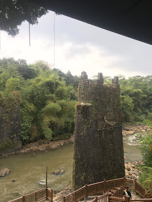 Dahulunya ini adalah jembatan yang dibuat oleh bangsa Jepang, namun di bom oleh warga karang resik agar bangsa jepang tidak bisa melewati perbatasan lagi