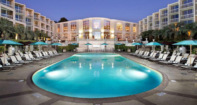 Book now the beautiful Hilton La Jolla Torrey Pines hotel, overlooking the Pacific Ocean. Guaranteed tee times at the legendary Torrey Pines Golf Course.