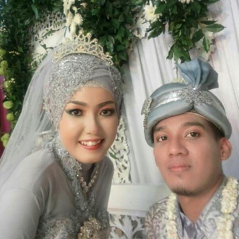 selfie pernikahan dengan HP