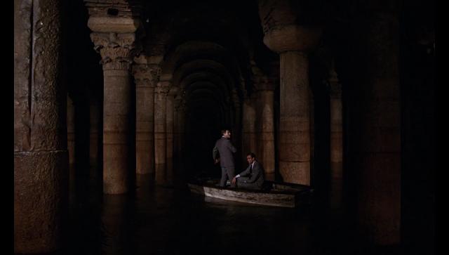 James Bond en la gran cisterna de Estambul