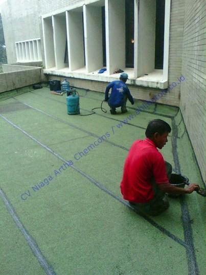 Waterproofing Membrane Bakar Pada Dak Beton Gedung Puspitek